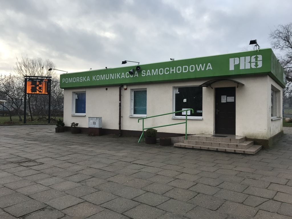 Poczekalnia na Dworcu PKS we Władysławowie otwarta (link otworzy duże zdjęcie)