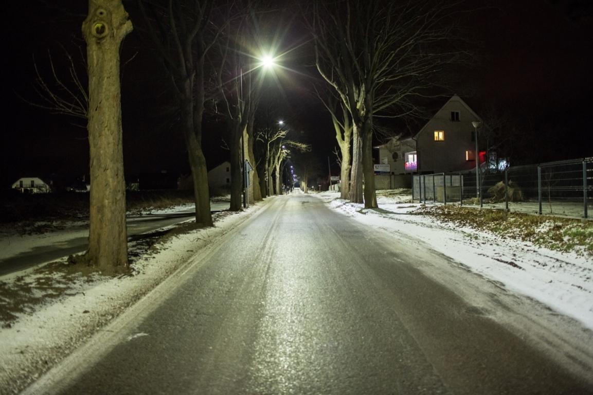 Chodnik i oświetlenie przy Drodze Chłapowskiej wybudowane (link otworzy duże zdjęcie)