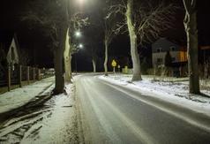 Chodnik i oświetlenie przy Drodze Chłapowskiej wybudowane