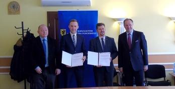 Kajakiem po Czarnej Wdzie - Burmistrz podpisał umowę o dofinansowanie (źródło: Urząd Marszałkowski