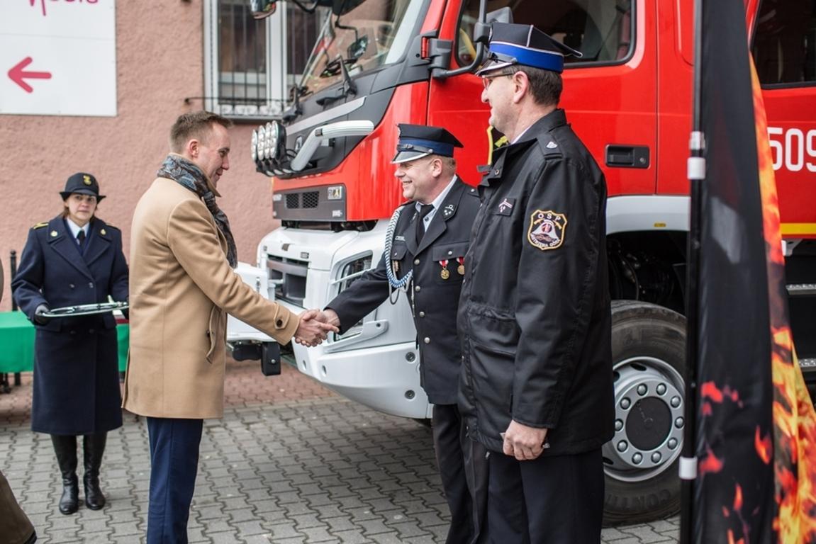 Nowy sprzęt i wóz dla OSP Jastrzębia Góra (link otworzy duże zdjęcie)