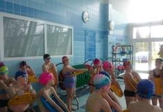 Pierwsze lekcje pływania mają już za sobą