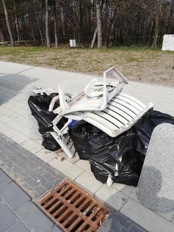 Trwa sprzątanie gminy (link otworzy duże zdjęcie)