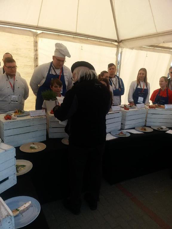 Uczniowie Zespołu Szkół nr 1 na ogólnopolskim konkursie kulinarnym (link otworzy duże zdjęcie)