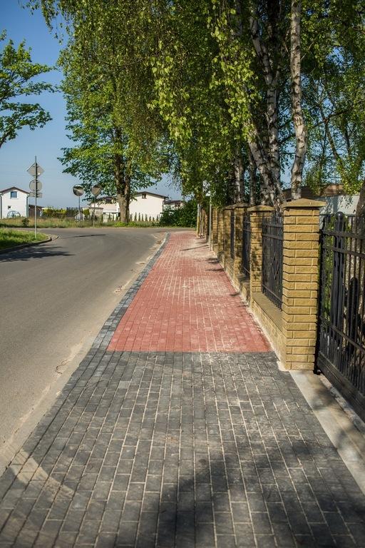 Chodnik przy ulicy Jachtowej we Władysławowie (link otworzy duże zdjęcie)