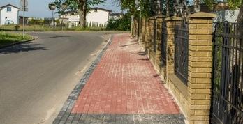 Chodnik przy ulicy Jachtowej we Władysławowie