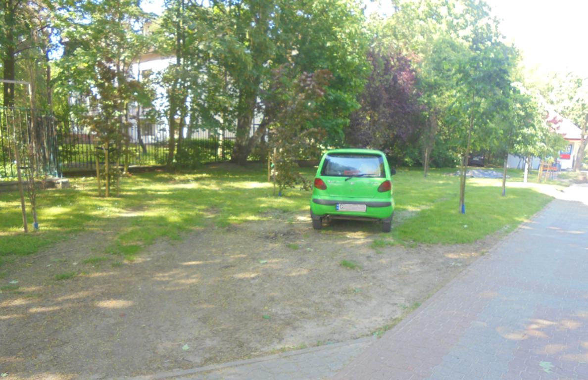Straż Miejska walczy z nielegalnym parkowaniem (link otworzy duże zdjęcie)