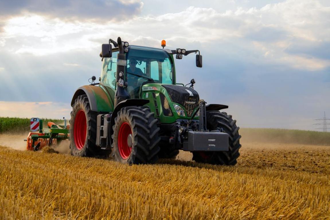 Jednorazowa zbiórka zużytych opon rolniczych (link otworzy duże zdjęcie)