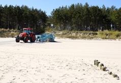Maszyna do oczyszczania piasku na plaży w Chałupach