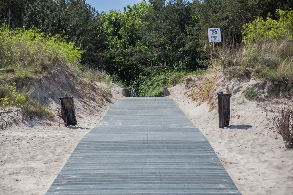 Kładka na plażę przy wejściu nr 20 w Chałupach (link otworzy duże zdjęcie)