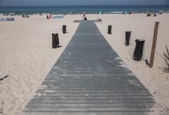 Kładka na plażę przy wejściu nr 43 w Karwi