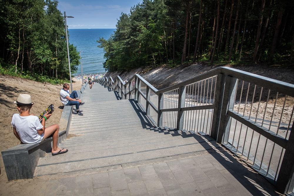 Zejście na plażę nr 23 w Jastrzębiej Górze (link otworzy duże zdjęcie)