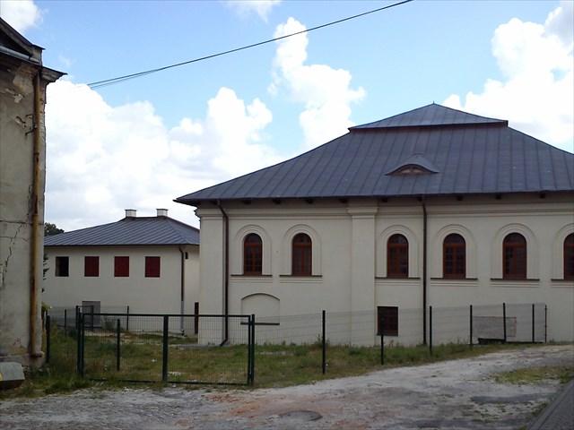Zdjęcie przedstawia Mała i Dużą Synagogę w Kraśniku.