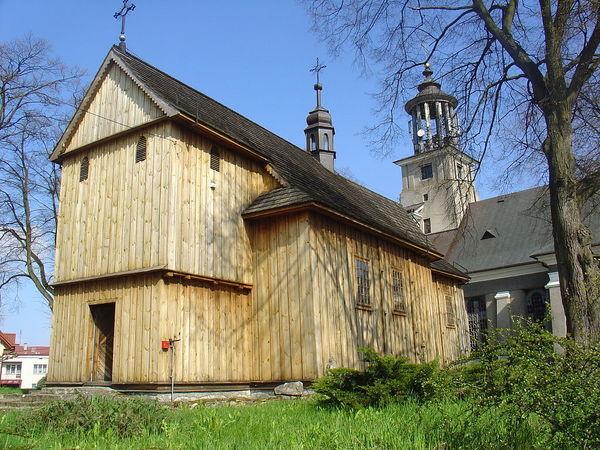 Zdjęcie przedstawia drewniany budynek kościoła pod wezwaniem Świętego Joachima i Świętej Anny w Annopolu [600x450]