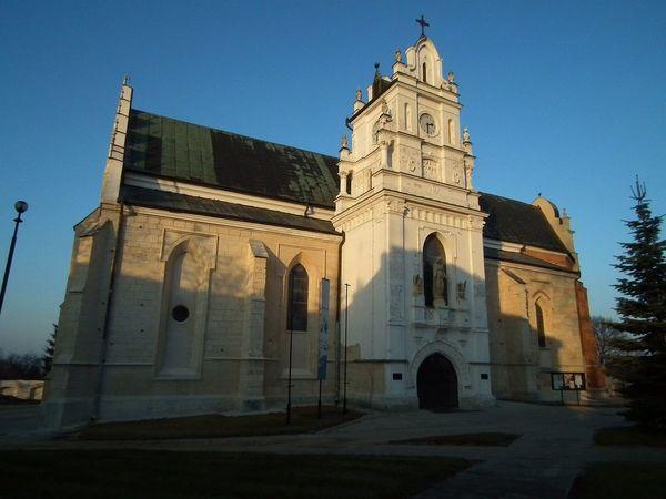 Zdjęcie przedstawia budynek kościoła parafialnego pod wezwaniem Wniebowzięcia Najświętszej Maryi Panny w Kraśniku [600x450]