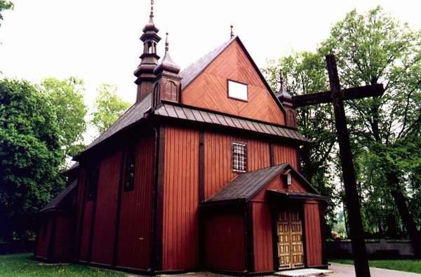 Zdjęcie przedstawia drewniany budynek kościoła pod wezwaniem Świętego Stanisława Biskupa i Marii Magdaleny pierwotnie pod wezwaniem Świętego Mikołaja [600x395]