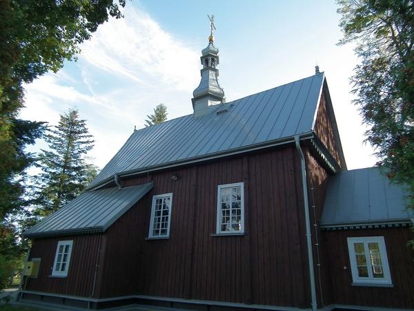 Zdjęcie przedstawia drewniany budynek kościoła pod wezwaniem Krzyża Świętegow Rzeczycy Księżej [600x450]