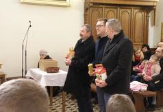 Zdjęcie z mszy św.podczas której Wicestarosta Kraśnicki Karol Rychlewski oraz Zarząd Koła Pszczelar