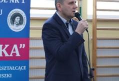 Na zdjęciu Piotr Miecznikowski Dyrektor Zespołu Szkół nr 1