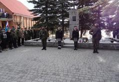 Na zdjęciu posterunek honorowy przy mogile pomordowanych w czasie pacyfikacji w Szczecynie.