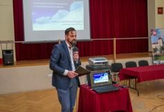 Na zdjęciu Franc Krzysztof Prezes zarządu w Kraśnickiej Spółdzielni Socjalnej przemawiająca podczas