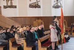 Na zdjęciu uczestnicy Dnia Patrona w ZS nr 2 w Kraśniku podczas msza św. w kościele p.w. św. Józefa