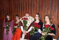 Na zdjęciu uczniowie ZS nr 2 w Kraśniku przebrani za Mikołaja Reja i szlachcianki.