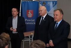 Na zdjęciu od lewej Andrzej Bownik - p.o. Dyrektor ZS nr 2 w Kraśniku, Ryszard Piórkowski - Wicedyrekt