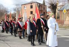 Na zdjęciu poczty sztandarowe podczas uroczystości związanych z 74. rocznicą śmierci ks. Stanisława