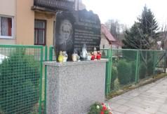 Na zdjęciu pomnik upamiętniający ks. Stanisława Zielińskiego.