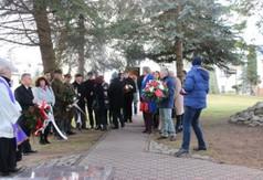 Na zdjęciu uczestnicy uroczystości związanych z 74. rocznicą śmierci ks. Stanisława Zielińskiego,