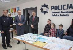 Na zdjęciu od lewej Pierwszy Zastępca Komendanta Powiatowego Policji w Kraśniku p.o. podinsp. Artur Dy
