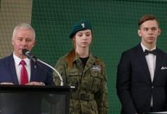 Na zdjęciu Starosta Kraśnicki Andrzej Rolla przemawiający podczas Dnia Patrona w Zespole Szkół nr 3