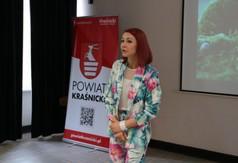 Na zdjęciu trenerką personalną oraz fizjoterapeutką Patrycją Polak przemawiająca podczas III edycji