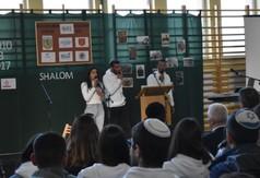 Na zdjęciu młodzież z Izraela podczas występu.