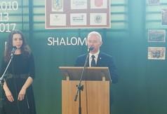 Na zdjęciu Starosta Kraśnicki Andrzej Rolla przemawiający podczas wizyty grupy młodzieży ze szkoły