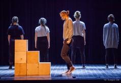 Na zdjęciu Teatr NOTOCO, podczas przedstawienia SOLITIUDE z CKiP w Kraśniku.