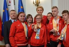 Na zdjęciu reprezentacja Polski Olimpiad Specjalnych uczestnicząca w Światowych Letnich Igrzyskach w A