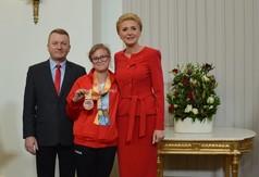 Na zdjęciu Pani Prezydentowa Agata Kornhauser -Duda, członek Zarządu Powiatu w Kraśniku Tomasz Mularc