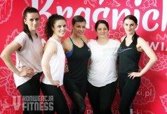 Na zdjęciu Natalia Gacka z trenerkami prowadzącymi zajęcia