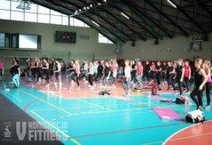 Na zdjęciu grupa kobiet wykonujących ćwiczenia