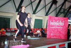 Na zdjęciu Agnieszka Krzesińska i Monika Placha prowadzące ostatni blok ćwiczeń podczas konwencji