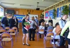Na zdjęciu społeczność  ZS- Centrum Kształcenia Zawodowego i Ustawicznego w Urzędowie.