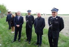 Na zdjęciu władze samorządowe , przedstawiciele OSP.