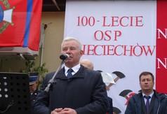 Na zdjęciu Starosta Kraśnicki Andrzej Rolla przemawiający podczas 100-lecia OSP w Świeciechowie.