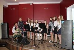 Na zdjęciu Janina Markut z zespołem Blinowianeczki.