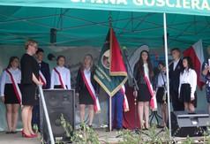 Na zdjęciu przekazanie pocztu sztandarowego PSP im. Marii Konopnickiej w Mniszku.