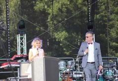 Na zdjęciu konferansjerzy Festiwalu Maliniaki.