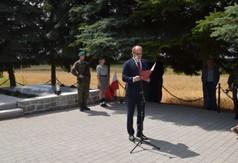 Na zdjęciu Krzysztof Szulowski- poseł na Sejm RP odczytał list Premiera RP Mateusza Morawieckiego.