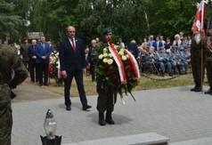 Na zdjęciu Krzysztof Szulowski- poseł na Sejm RP składający wieniec w imieniu Premiera RP Mateusza Mo